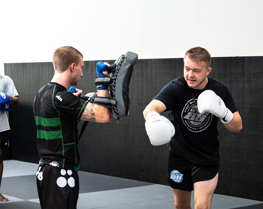 Guys training in Muay Thai Kickboxing